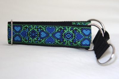 Martingale (medium) - vivid green blue (D25M)