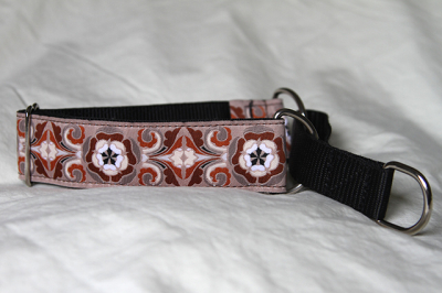 Martingale (medium) - tan tudor rose (D11M)