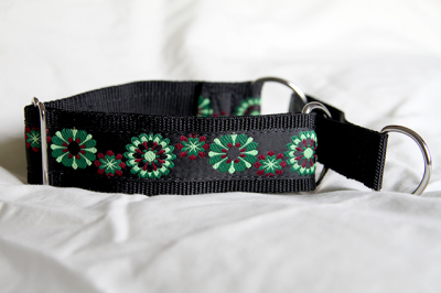 Martingale (medium) - green and burgundy flowers (D27M)