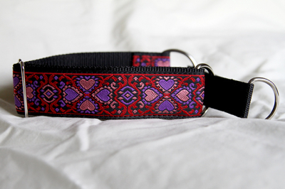 Martingale (medium) - red, purple and pink hearts (D28M)
