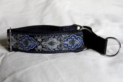 Martingale (small) - metallic silver & blue regal (D29S)