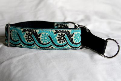 Martingale (medium) - turquoise and black sari (D30M)
