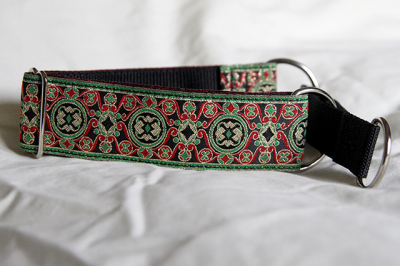 Martingale (medium) - green, gold, red and black (D31M)