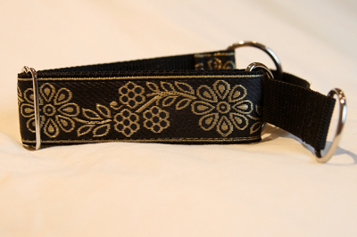 Martingale (small) - gold flowers (D36S)