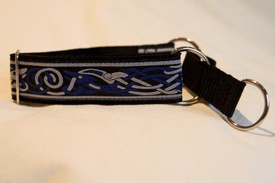 Martingale (medium) -  blue/light grey celtic dog (D37M)