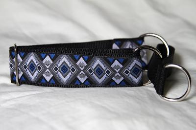 Martingale (medium) - blue/grey geo (D41M)