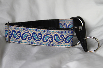 Martingale (small) - blue paisley (D44S)