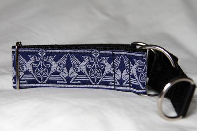 Martingale (small) -  blue hound (D48S)