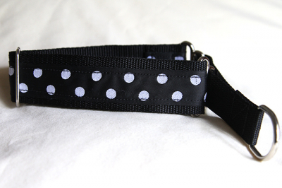 Martingale (medium) - black polka dot (D63M)