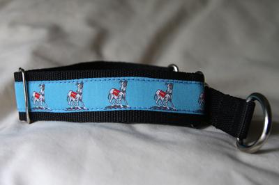 Martingale (medium) - blue standing dog (D74M)