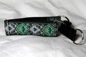 Martingale (medium) - green tapestry (D42M)