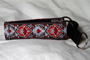 Martingale (small) -  red tapestry (D43S)